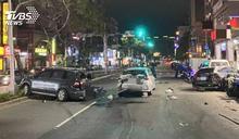 稱「癲癇」發作!駕駛失控暴衝 撞毀11車6傷