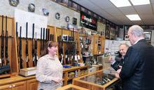 多一倍人買槍!槍彈賣到缺貨,憂心美國大選後發生暴動?