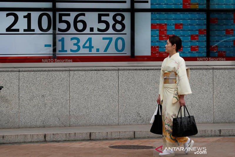 Saham Tokyo dibuka merosot, ikuti kejatuhan Wall Street