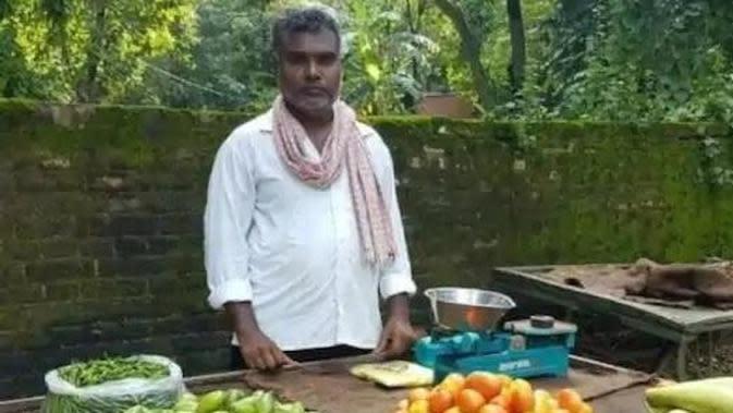 Syuting dihentikan, sutradara ini jadi penjual sayur. (Sumber: India Times)