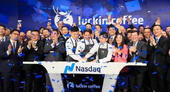 瑞幸咖啡去年在美國那斯達克交易所上市,今年4月卻爆發出財務造假。(翻攝瑞幸咖啡官網)