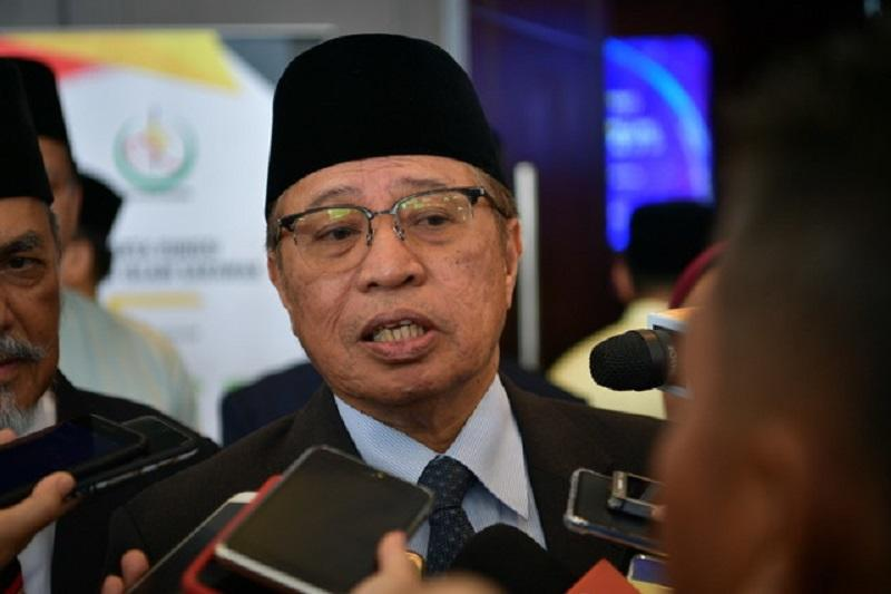 Datuk Patinggi Abang Johari Openg questioned Anwar's calculation of MPs whom he claimed supported him to form a government. — Bernama pic