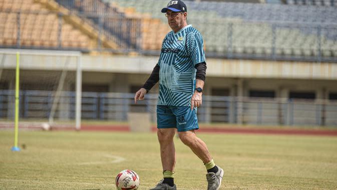 Pelatih Persib Bandung Robert Rene Alberts. (MO Persib Bandung)