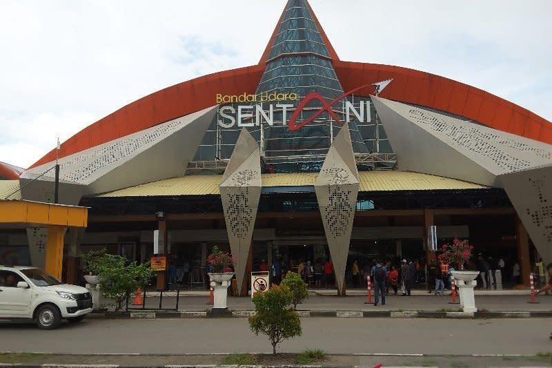 Hanya layani kargo, operasional Bandara Sentani anjlok 75 persen