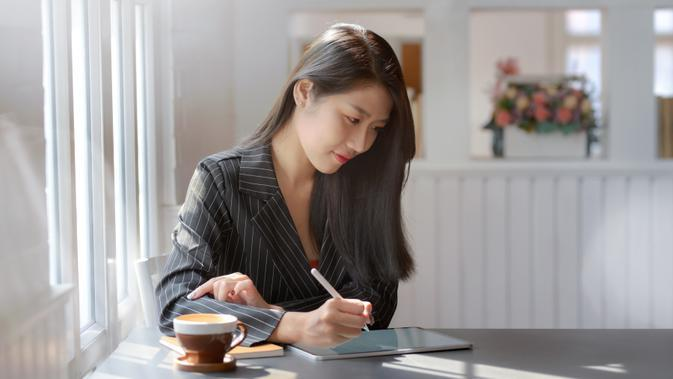 ilustrasi perempuan bekerja/Photo by bongkarn thanyakij from Pexels