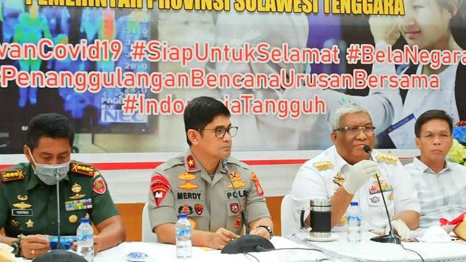 Kapolda Sultra, Brigjen Pol Merdisyam saat merilis maklumat Kapolri, Jumat (20/3/2020). (Liputan6.com/Ahmad Akbar Fua)