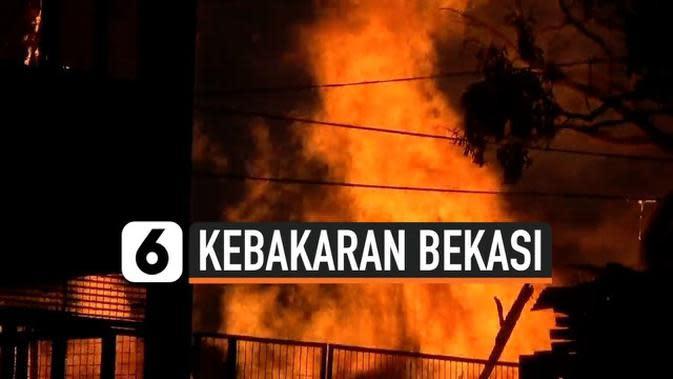 VIDEO: Korsleting Listrik Menghanguskan Lapak Kayu di Bekasi