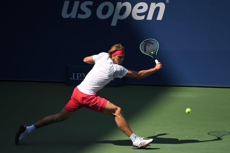Zverev rolls into U.S. Open quarter-finals with easy win