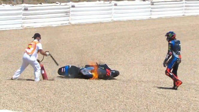 Free Practice Moto2 Andalusia, Motor Pembalap Tim Milik Rossi Terbakar
