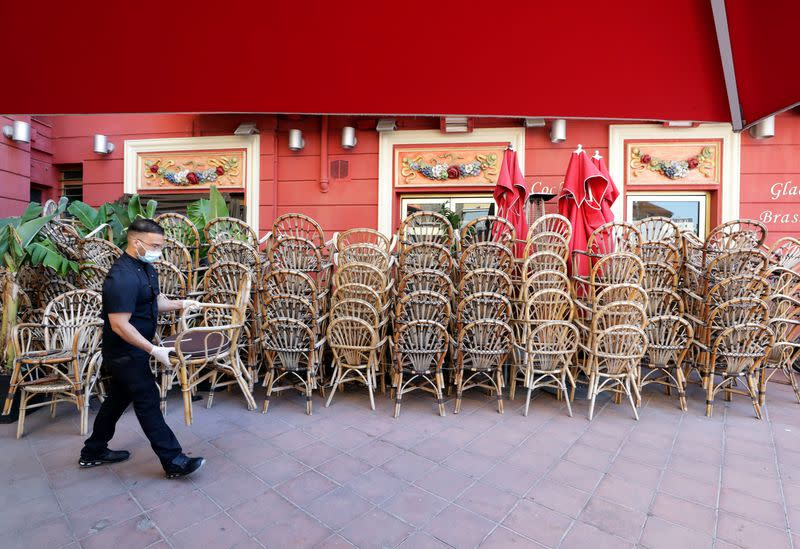 Restaurants and bars owners prepare to reopen in Nice