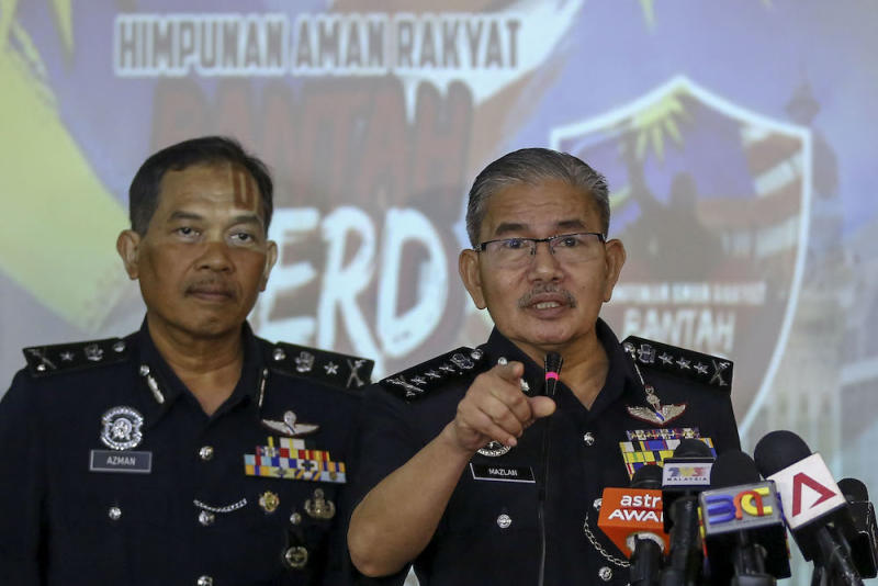 City police chief Commissioner Datuk Seri Mazlan Lazim speaks during a news conference in Kuala Lumpur December 6, 2018. — Picture by Yusof Mat Isa