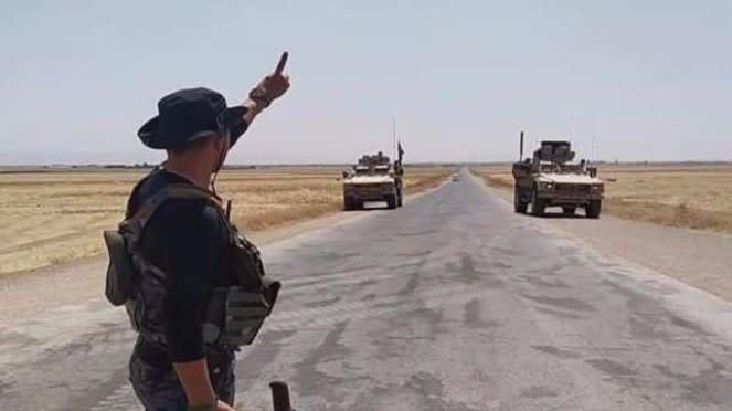 VIVA Militer: Tentara Suriah hadang konvoi militer Amerika.