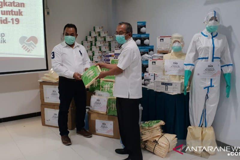 Semen Indonesia serahkan bantuan pencegahan COVID-19 Rp15 miliar
