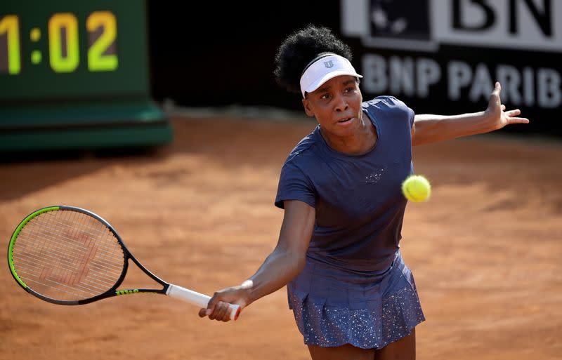 Venus Williams slumps to opening defeat in Paris