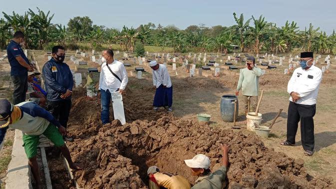 Tanpa Kehadiran Keluarga, Polisi Makamkan Pemulung Korban Penganiayaan di Bekasi