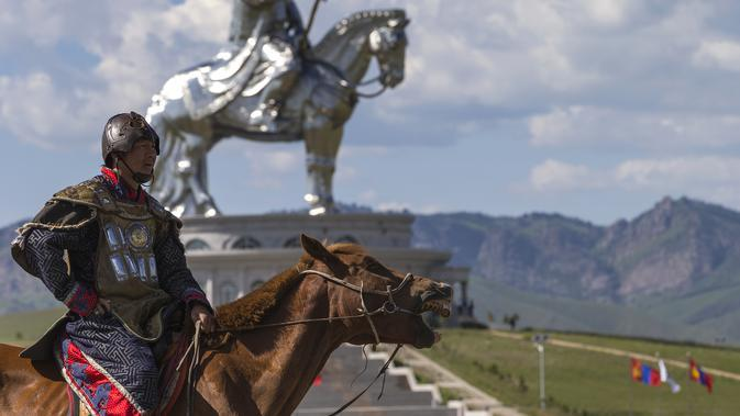 Patung Genghis Khan di Ulan Bator, Mongolia. (dok. Joel Saget/AFP)