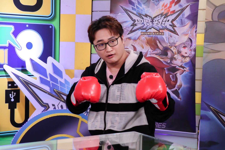 YORO搞笑帶著拳擊手套,到《電競老司機》踢館啦!