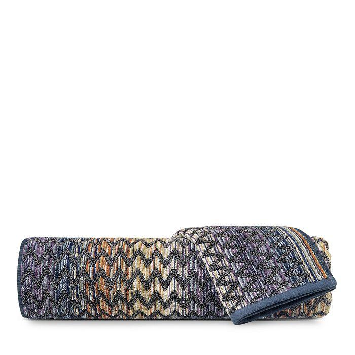 """<p><strong>Missoni</strong></p><p>bloomingdales.com</p><p><strong>$85.00</strong></p><p><a href=""""https://go.redirectingat.com?id=74968X1596630&url=https%3A%2F%2Fwww.bloomingdales.com%2Fshop%2Fproduct%2Fmissoni-stephen-bath-towel%3FID%3D3329816&sref=https%3A%2F%2Fwww.elledecor.com%2Fshopping%2Fg2518%2Fmothers-day-gifts%2F"""" target=""""_blank"""">Shop Now</a></p><p>Every design-loving momma will fall for Missoni's eye-catching home collection, and this towel—complete with the brand's signature chevron pattern—brings a touch of luxury to the bathroom. </p>"""