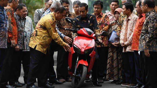 Kembali Sindir Motor Rp2,5 M Jokowi, Roy Suryo: Jangan-jangan Beda
