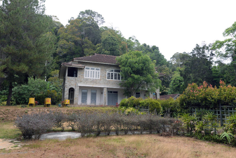 Woodside Cottage is a Category II heritage building with a scenic view of the city below.