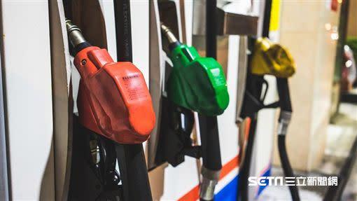 下週國內汽、柴油零售價格每公升將各漲1.1和0.9元。(圖/資料照)
