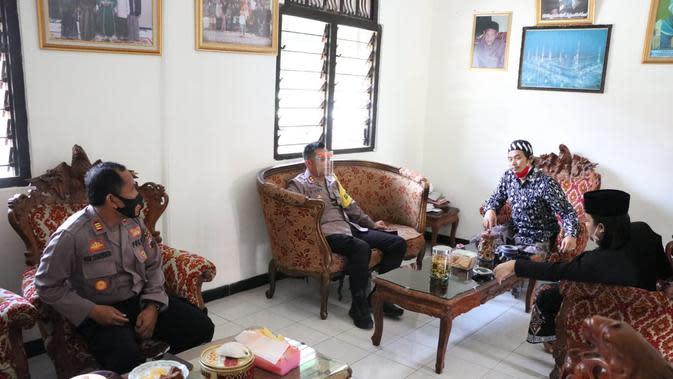 Kapolres Kebumen mengecek pondok pesantren Al Hasani, sebagai Ponpes Siaga Candi 2020. (Foto: Liputan6.com/Humas Polres Kebumen)