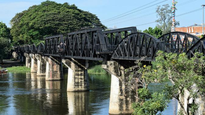 Jembatan di atas sungai Kwai, Thailand. (Sumber Wikimedia Commons)