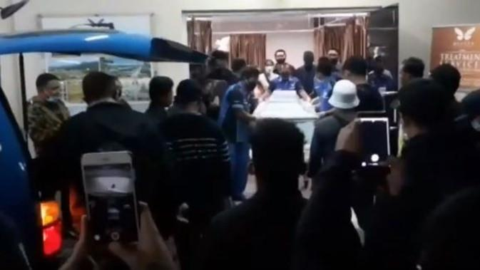 Pemakaman Glenn Fredly. (Sumber: YouTube/Vidio)