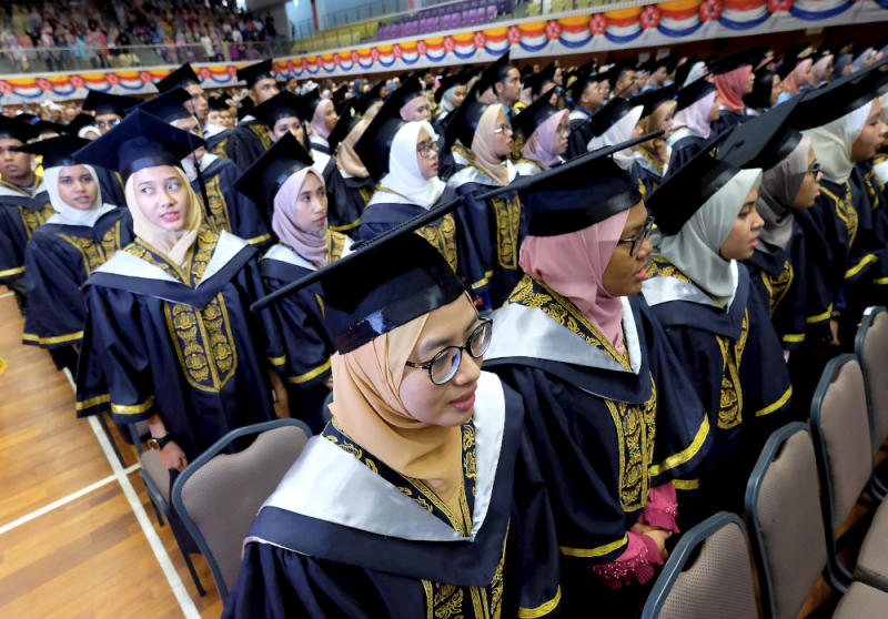 Graduates from the Health Ministry Training Institute (ILKKM) who have not received any job offers within the 12 months of graduate can apply for work in the private sectors October 21, 2019. — Picture by Farhan Najib