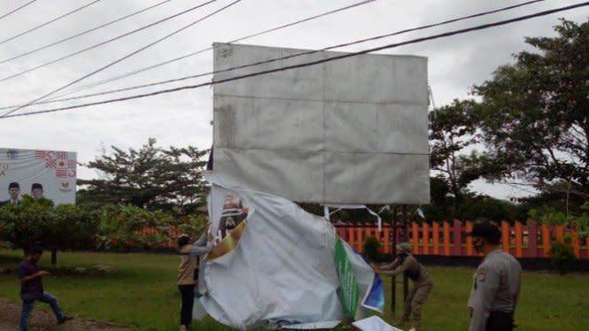 Bawaslu Bangka Tengah Tertibkan 243 Alat Peraga Kampanye