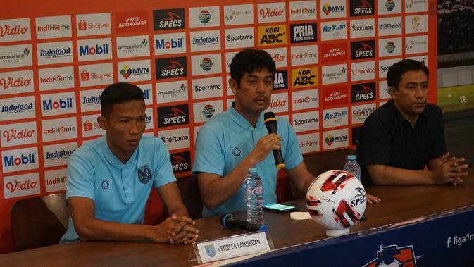 Pelatih dan kapten Persela Lamongan Nil Maizar dan Eky Taufik. (Liputan6.com/Huyogo Simbolon)