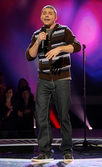 Chris Richardson performs on the 6th season of American Idol.