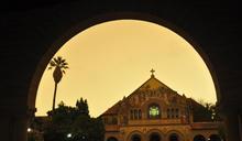 日光過濾野火灰燼 舊金山籠罩暗橘天空中 (圖)