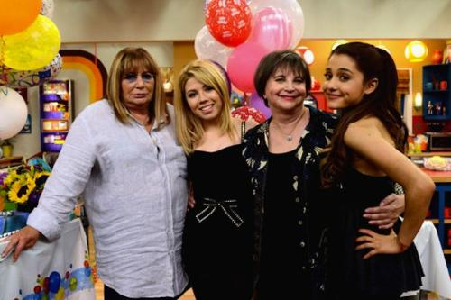 Penny Marshall, Cindy Williams Stage 'Laverne & Shirley' Reunion on Nickelodeon (Video)