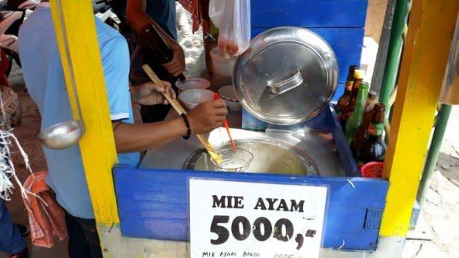 Mie Ayam Rp5000 Laris Manis di Tengah Pandemi Corona