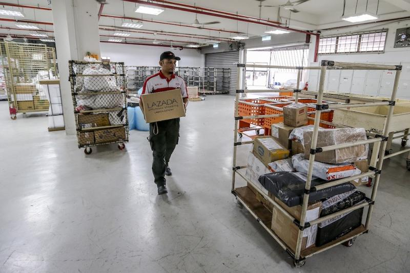 Yuzali sorts out 80 to 100 parcels from Integrated Parcel Centre (IPC), Shah Alam as early as 7am every day. — Picture by Firdaus Latif