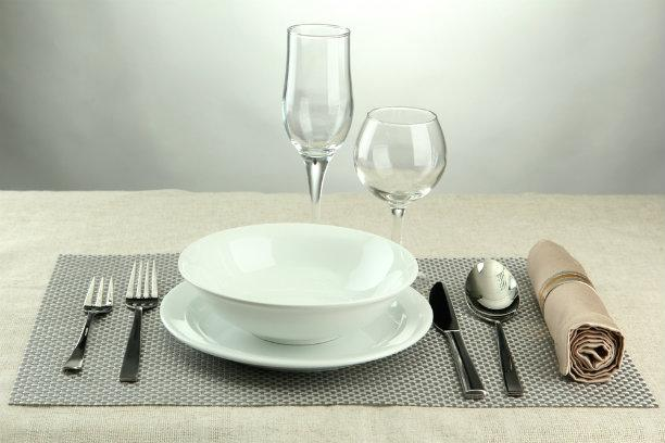 Whether you're using a runner, tablecloth, or placemats, those go on the table first. Then you can start with the charger and or dinner plate. Stylist tip: I like to make sure the dining chair is right in front of each plate. That way your setting will be square and proportioned all around the table. This simple trick makes for the perfect starting point.