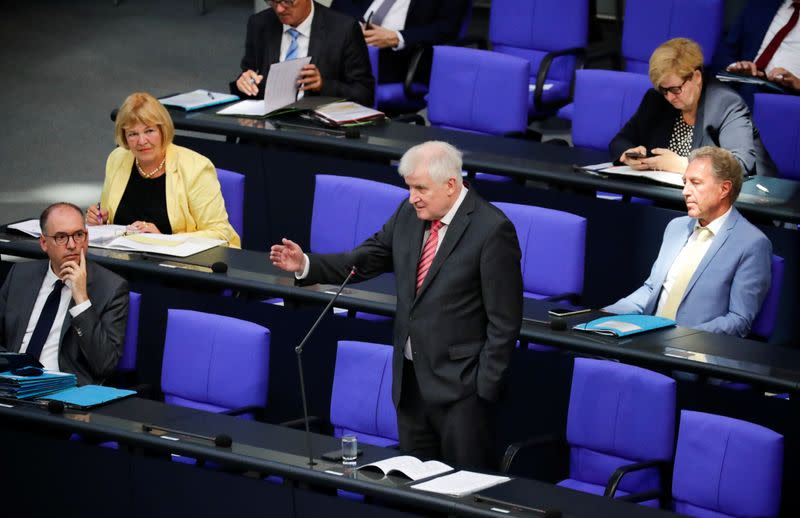 German minister defends decision to take refugees from Greek islands