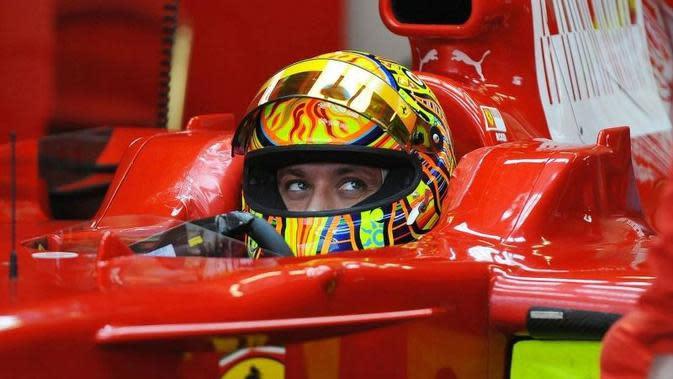 Valentino Rossi saat menjalani tes bersama tim F1, Ferrari. (Motor1 Plus)