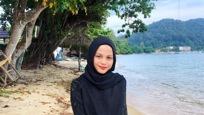 Seorang pengantar makanan asal Malaysia menarik perhatian warganet karena parasnya yang cantik.