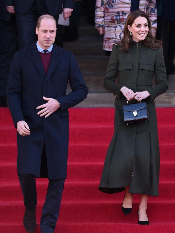 Pangeran William dan Kate Middleton saat royal engagement Bradford, Inggris, Rabu, 15 Januari 2020. (OLI SCARFF / AFP)