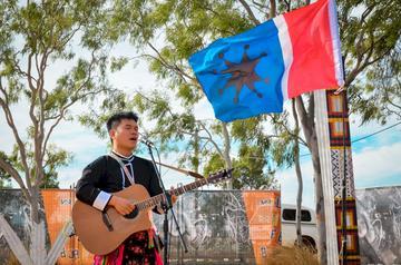 知名阿美族音樂人Suming舒米恩今年7 月 25 至 26 日,將首度走入台灣傳統戲曲中心,帶來一場「Amis World 阿米斯世界」音樂演出。(米大創意有限公司提供)
