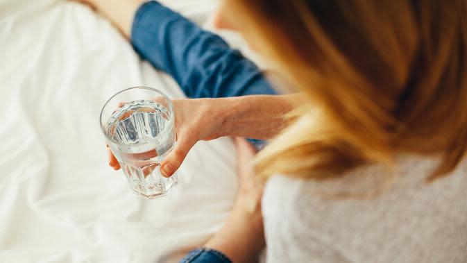 ilustrasi air putih minuman penghilang dehidrasi saat puasa/pexles