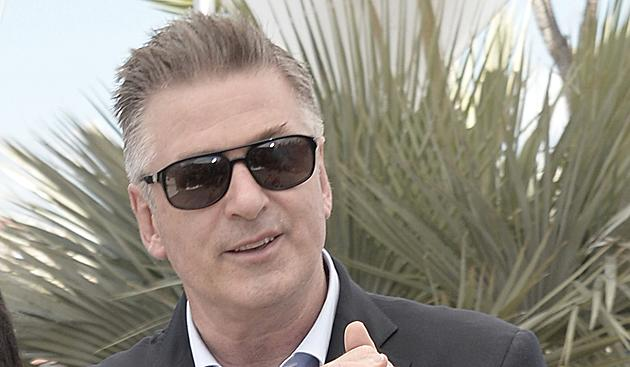 "Alec Baldwin apologises over ""anti-gay"" Twitter comments"