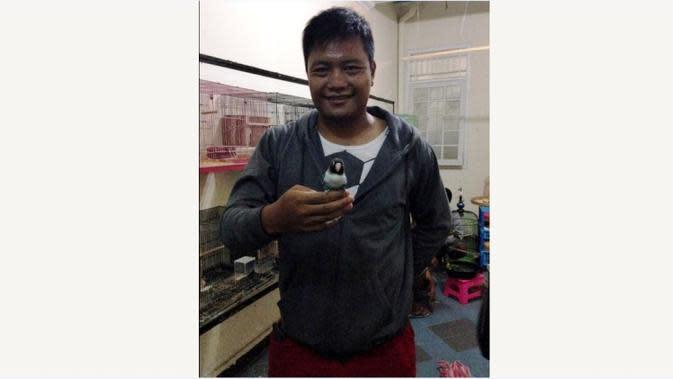 Wahyu Wijiastanto memilih istirahat dari dunia sepak bola dan beralih jadi peternak ikan serta burung di Salatiga, Jateng. (Bola.com/Romi Syahputra)