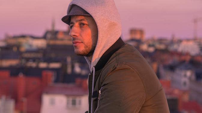 Maher Zain resmi meluncurkan single baru beserta video musik berjudul Antassalam melalui berbagai platform musik.