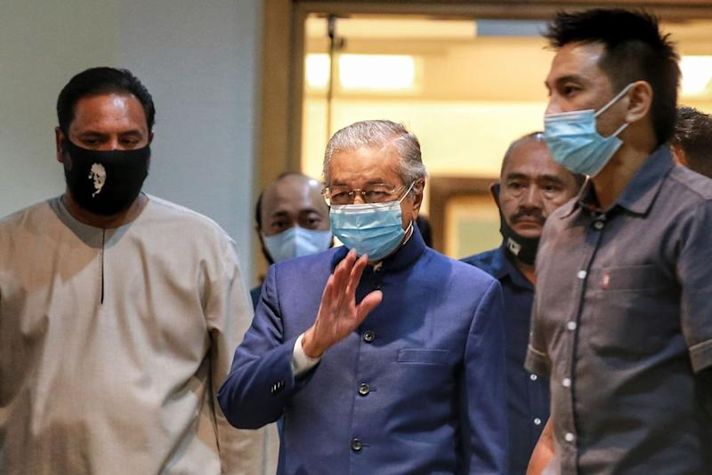 Dr Mahathir said the party, which has yet to be named, would be referred to as 'Bebas' for now. — Picture by Ahmad Zamzahuri