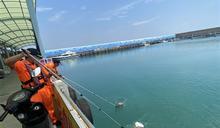 小琉球漁港漂油汙 海巡迅速除汙維護環境