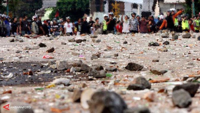 Polisi Tangkap Pelaku Tawuran Bawa Gergaji 3 Meter di Jakbar