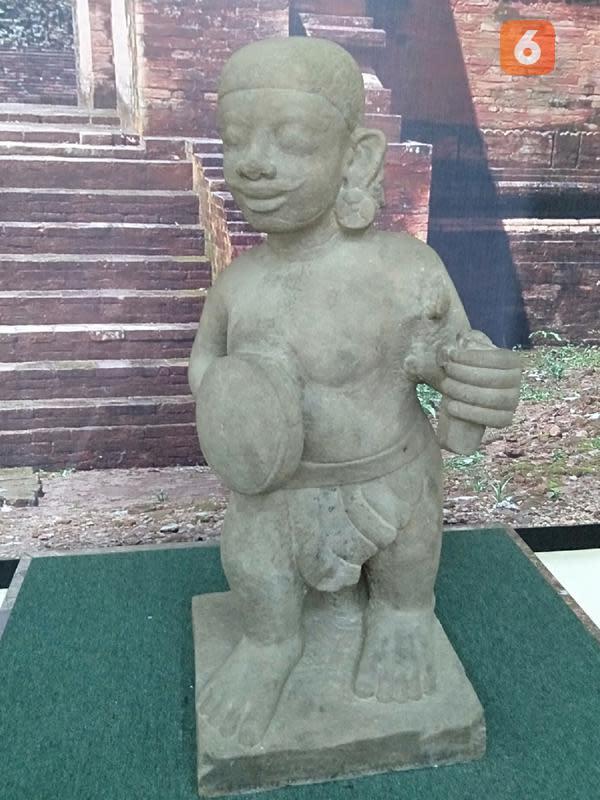 Sosok Arca Dwarapala di Museum Percandian Muarajambi. (Liputan6.com/Gresi Plasmanto)